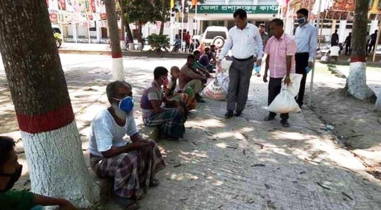 লক্ষ্মীপুরে জেলা প্রশাসনের খাদ্য সহায়তা বিতরণ