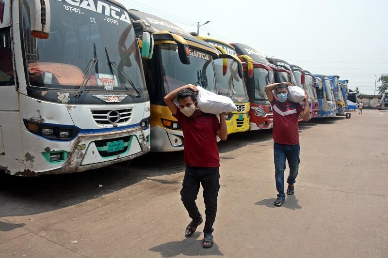 দূরপাল্লার যানবাহন বন্ধে ক্ষুব্ধ সাধারণ মানুষ
