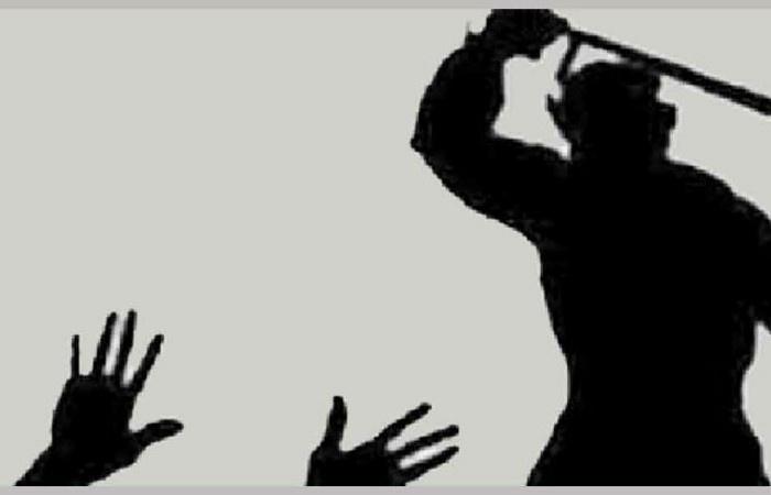 মধ্যরাতের সালিশে ব্যবসায়ীকে লোহার রড দিয়ে পেটানোর অভিযোগ