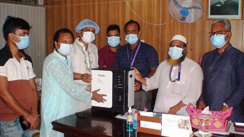 সিরাজগঞ্জের হাসপাতালে বিএনপির অক্সিজেন কন্সেন্ট্রেটর প্রদান