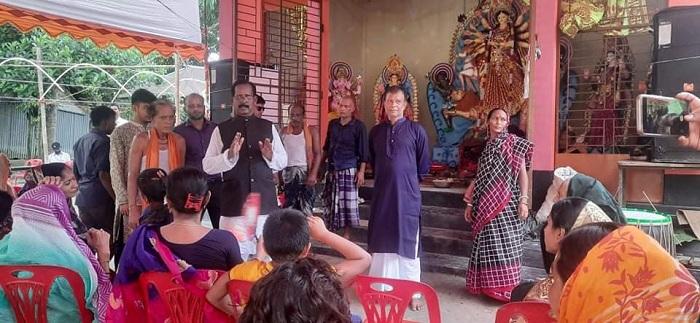 কেন্দুয়ায় কেন্দ্রীয় পূজা উদযাপন পরিষদ নেতার বিভিন্ন পূজামণ্ডপ পরিদর্শন
